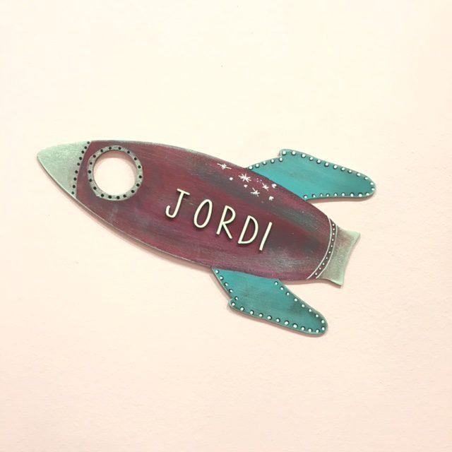 cohete-madera-decorado-personalizado-cute-and-crafts-regalos-originales-santa-coloma-de-gramenet-barcelona