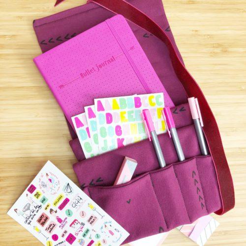 Si tienes ganas de iniciarte en el mundo de la costura este taller es perfecto para tí! Aprenderás todos los trucos de la mano de Diana : Una Mami Craftery te llevarás una funda para Bullet Journal de lo más chula!!