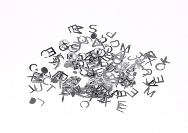 Lentejuelas letras plateadas 6mm