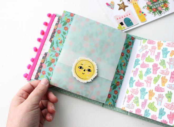 Taller Scrapbooking Mini álbum acolchado Dream Big con Mariona Scrap Haremos una encuadernación de doble espina y le daremos el acabado perfecto con la portada acolchada en tela y con costuras.