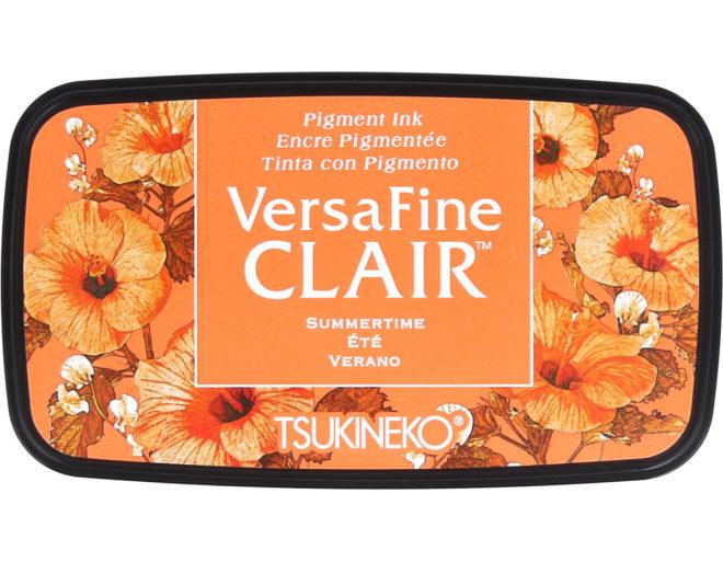 La Tinta VERSAFINE CLAIR color verano 76x35mm es una tinta con base de aceite.Resistente a la decoloración y al agua, por lo que se puede combinar con acuarelas.